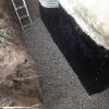 Installation drain et membrane et épandage de pierre